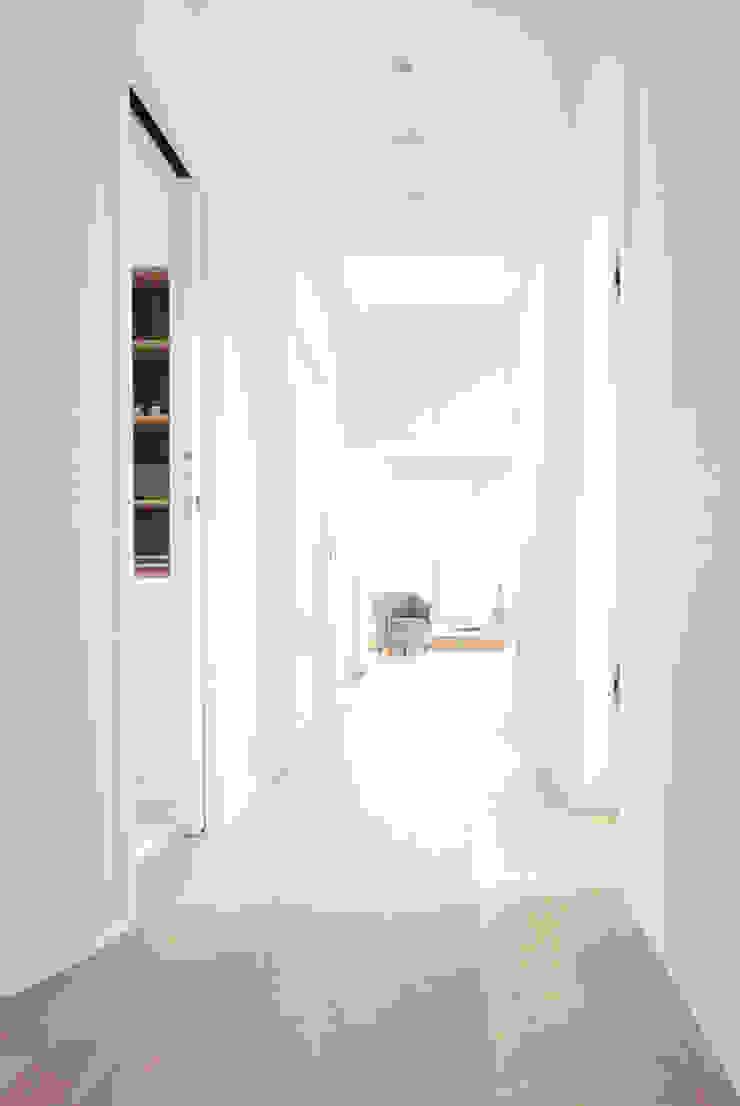 Flur Moderner Flur, Diele & Treppenhaus von AGNES MORGUET Interior Art & Design Modern