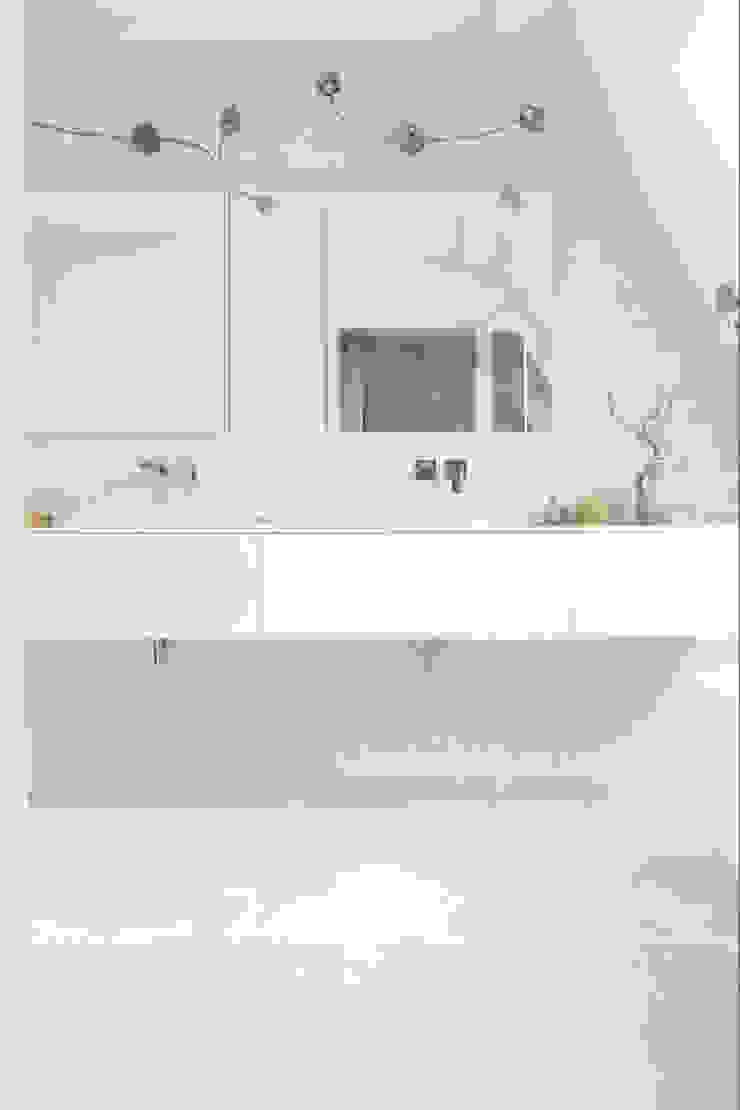 Badezimmer Moderne Badezimmer von AGNES MORGUET Interior Art & Design Modern