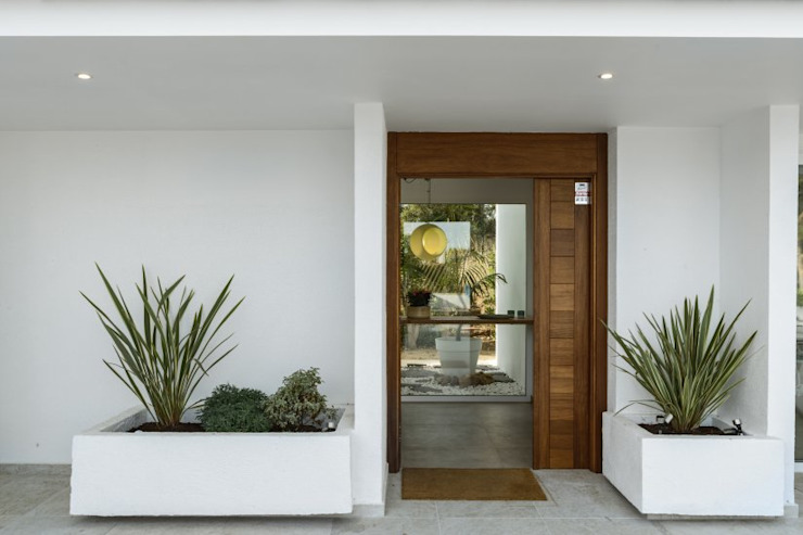 CREAPROJECTS. Exterior, Zona acceso interior vivienda. Estilo mediterráneo. de CREAPROJECTS. Interior design. Mediterráneo