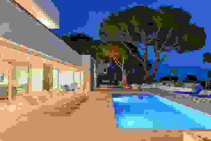 CREAPROJECTS. Exterior vivienda con piscina. Estilo mediterráneo. de CREAPROJECTS. Interior design. Mediterráneo
