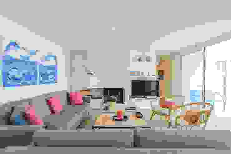 CREAPROJECTS. Interior vivienda. Salón zona de estar. Salones de estilo mediterráneo de CREAPROJECTS. Interior design. Mediterráneo