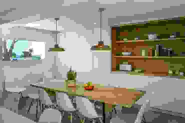 CREAPROJECTS. Interior vivienda. Cocina- zona comer de CREAPROJECTS. Interior design. Mediterráneo
