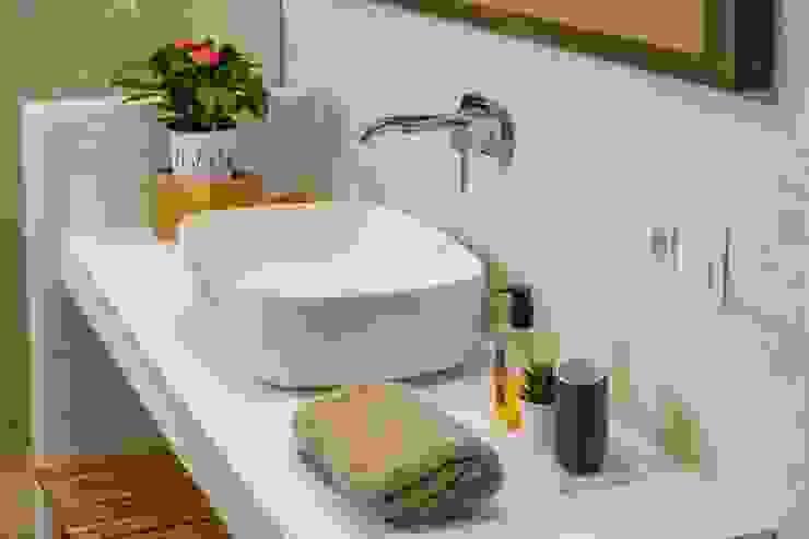 CREAPROJECTS. Interior vivienda. Baño suite Baños de estilo mediterráneo de CREAPROJECTS. Interior design. Mediterráneo