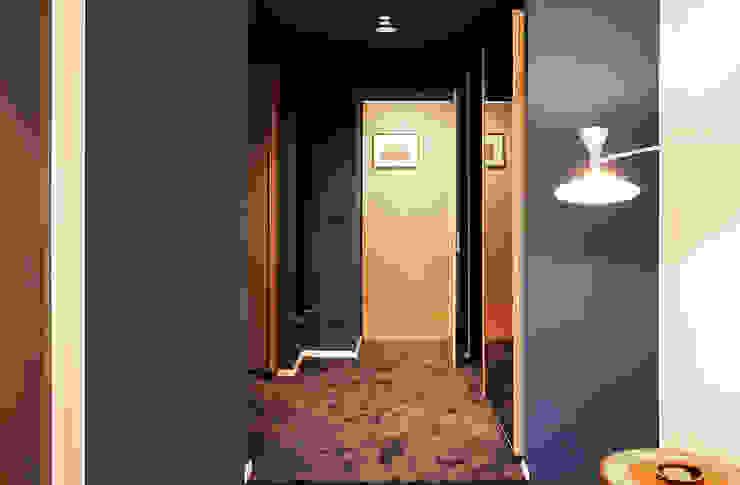 Dressing moderne par Onice Architetti Moderne Bois Effet bois