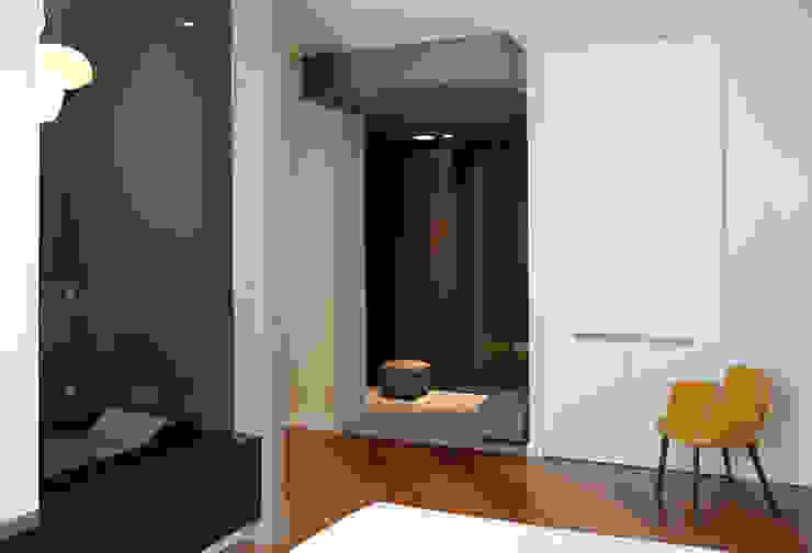 Onice Architetti Modern style bedroom Wood Grey