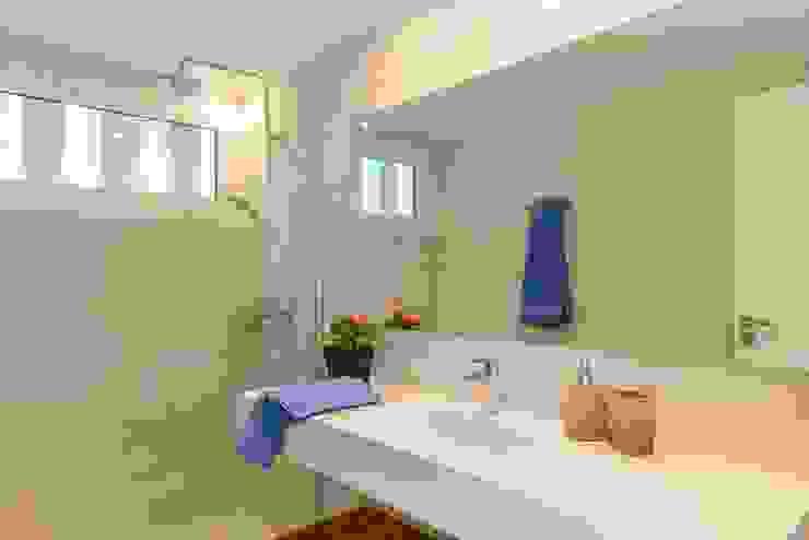 CREAPROJECTS. Interior vivienda. Baño Baños de estilo mediterráneo de CREAPROJECTS. Interior design. Mediterráneo