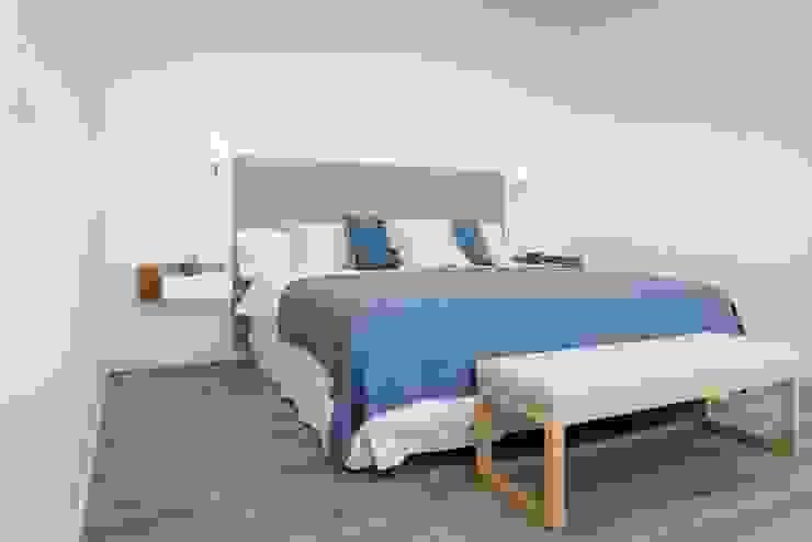 CREAPROJECTS. Interior vivienda. Dormitorio Dormitorios de estilo mediterráneo de CREAPROJECTS. Interior design. Mediterráneo