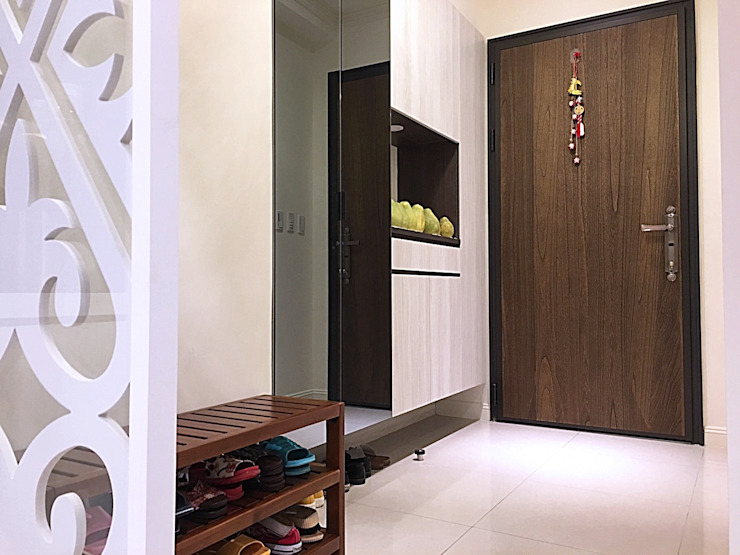 Classic style corridor, hallway and stairs by 業傑室內設計 Classic Wood-Plastic Composite