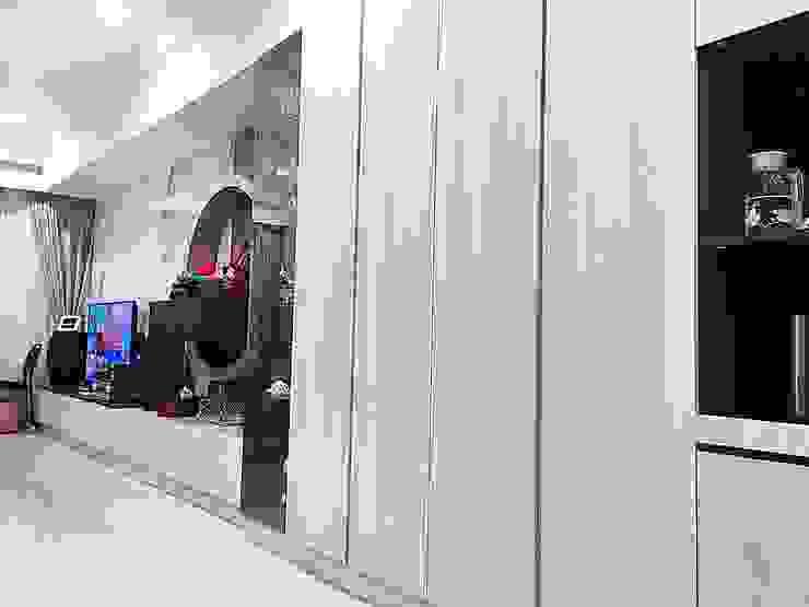 Modern Dining Room by 業傑室內設計 Modern Wood-Plastic Composite