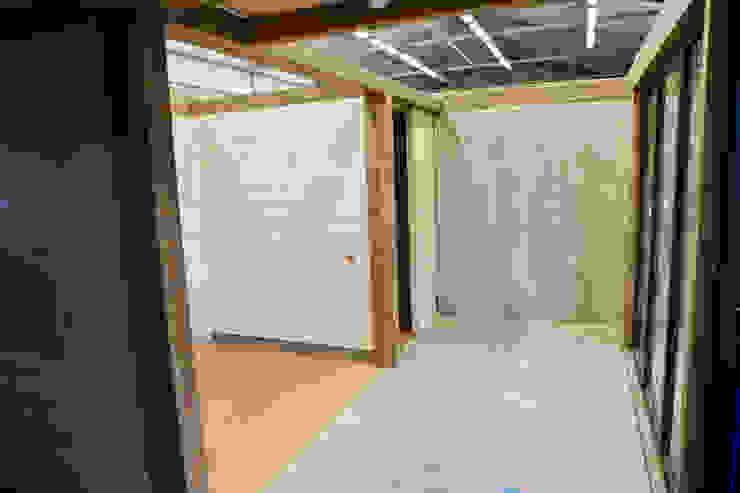 Innenräume von THULE Blockhaus GmbH - Ihr Fertigbausatz für ein Holzhaus Minimalistisch