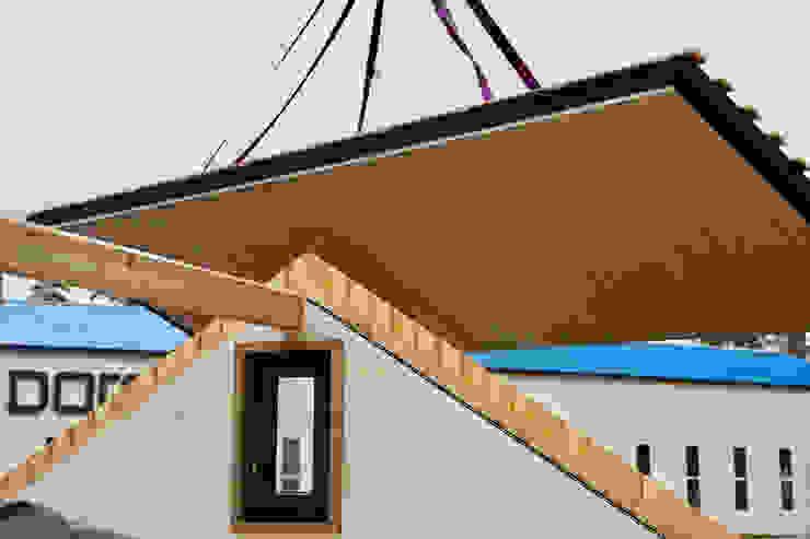 Montage (Kran) von THULE Blockhaus GmbH - Ihr Fertigbausatz für ein Holzhaus Minimalistisch