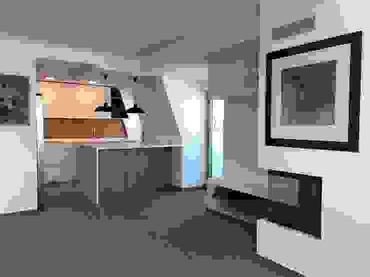 Modern kitchen by UPFLAT Modern