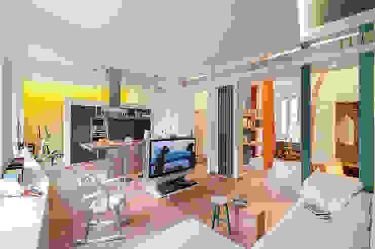 soggiorno, loft, grande ambiente, colori pareti, utilizzo colori casa, CLACstudio Soggiorno moderno