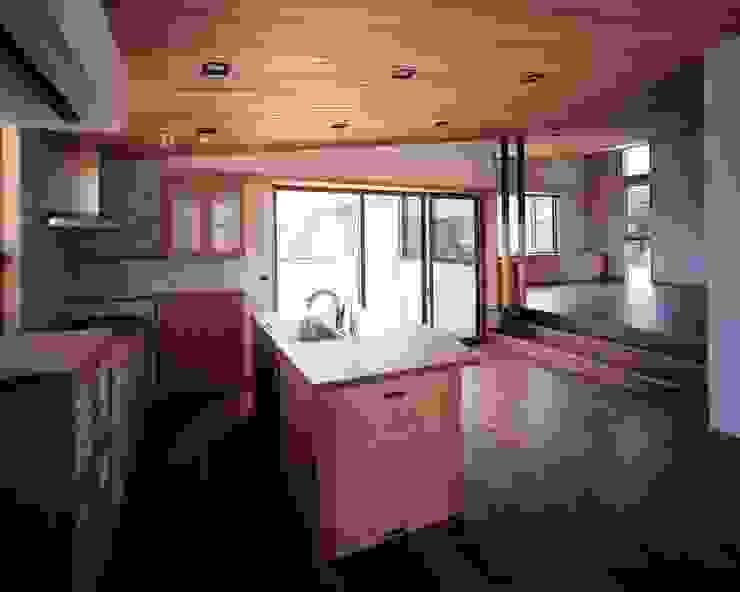 チェリーの無垢材によるオーダーキッチン モダンな キッチン の イクスデザイン / iks design モダン 無垢材 多色