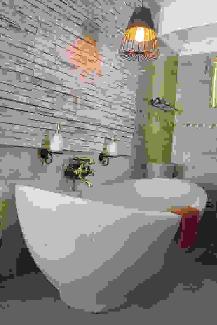 Romantic & Classic Bath Classic style bathroom by ilisi Interior Architectural Design Classic Stone