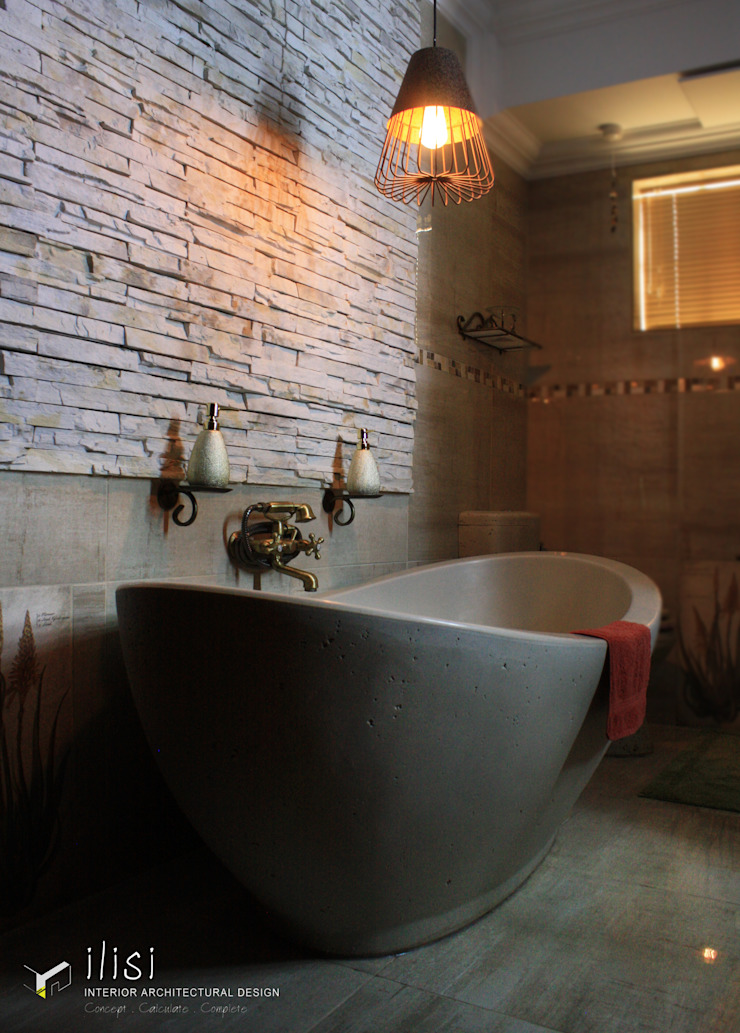 Stone & Brass Romantic Bathroom Eclectic style bathroom by ilisi Interior Architectural Design Eclectic Stone