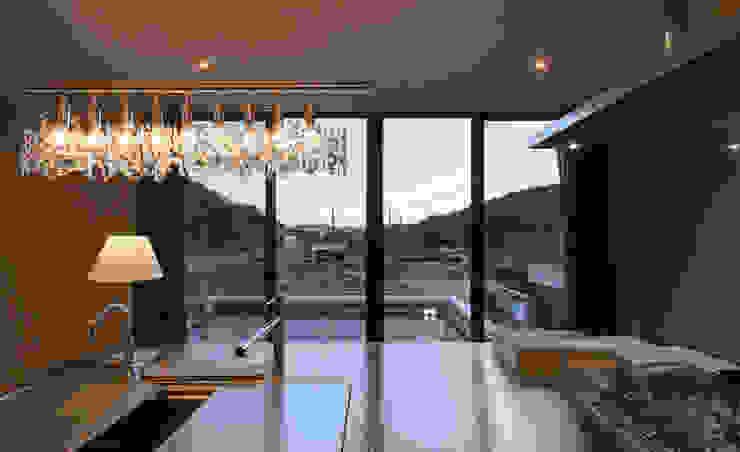 Modern Kitchen by 風景のある家.LLC Modern