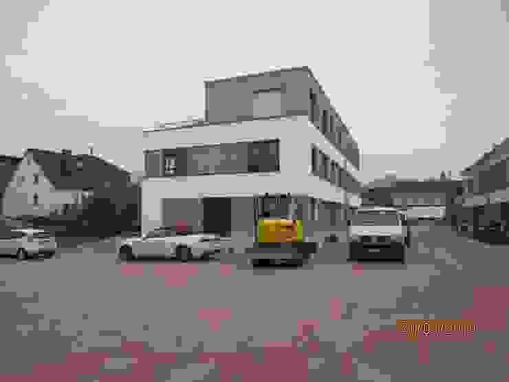 Außenansicht der neuen Siedlung Moderne Autohäuser von Kaya Architekten Modern
