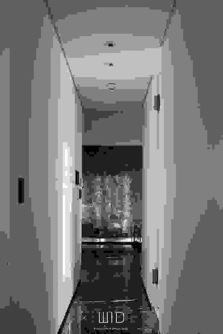 Living In A Unique Art 台北于宅 現代風玄關、走廊與階梯 根據 WID建築室內設計事務所 Architecture & Interior Design 現代風