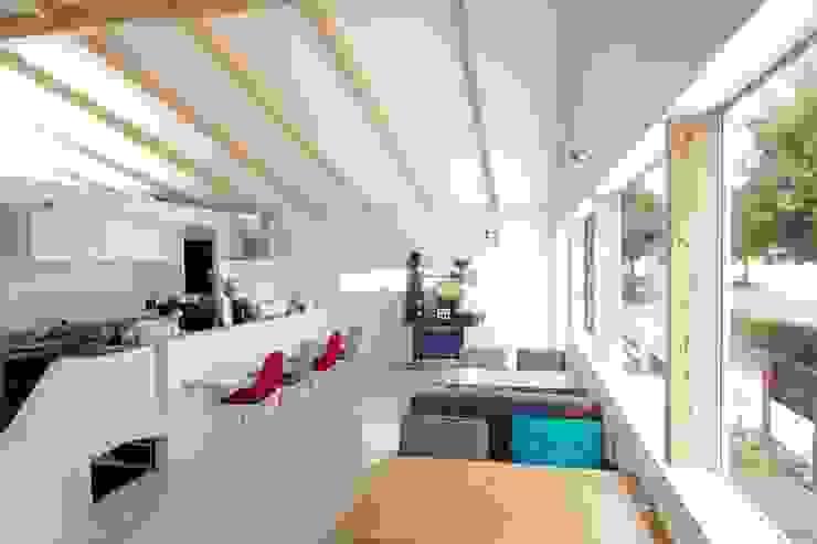 Espaces commerciaux scandinaves par ピークスタジオ一級建築士事務所 Scandinave