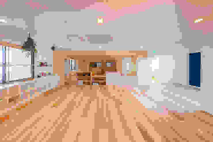 Ecoles originales par ピークスタジオ一級建築士事務所 Éclectique