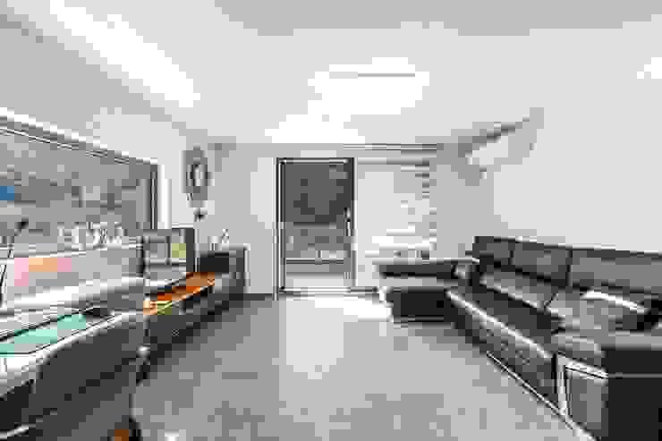 2층, 또 다른 거실 모던스타일 거실 by 한글주택(주) 모던