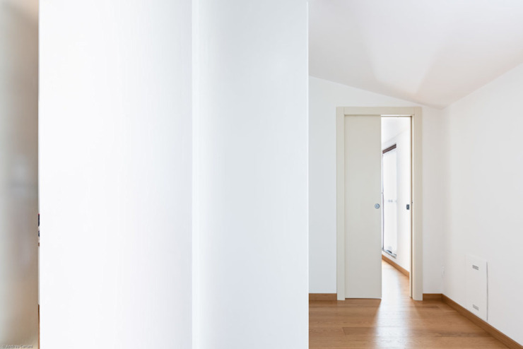 GruppoTre Architetti Koridor & Tangga Modern White