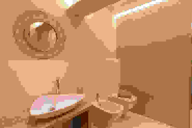 Bagno Bagno moderno di GruppoTre Architetti Moderno