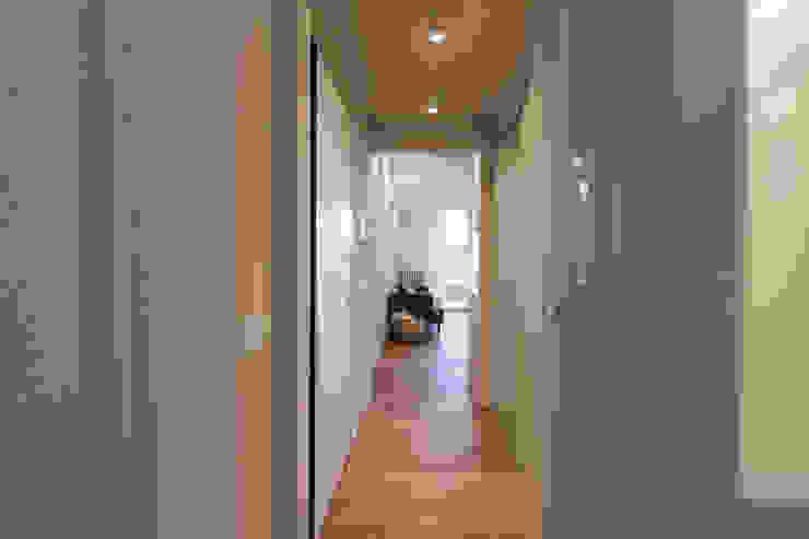 Corridoio Ingresso, Corridoio & Scale in stile moderno di GruppoTre Architetti Moderno