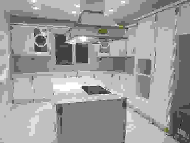 Erim Mobilya Dapur built in Kayu Buatan White
