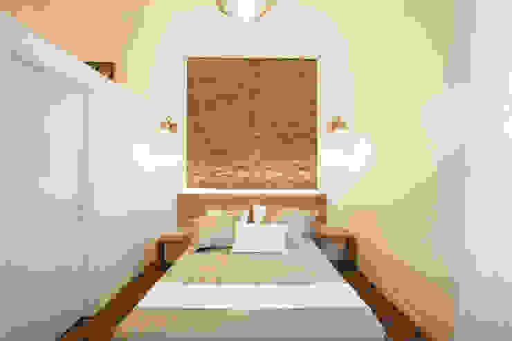 Dormitorios de estilo moderno de GruppoTre Architetti Moderno