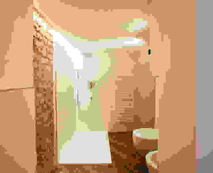 Baños de estilo moderno de GruppoTre Architetti Moderno