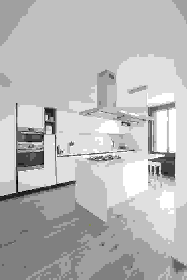 Isola GruppoTre Architetti Cucina moderna