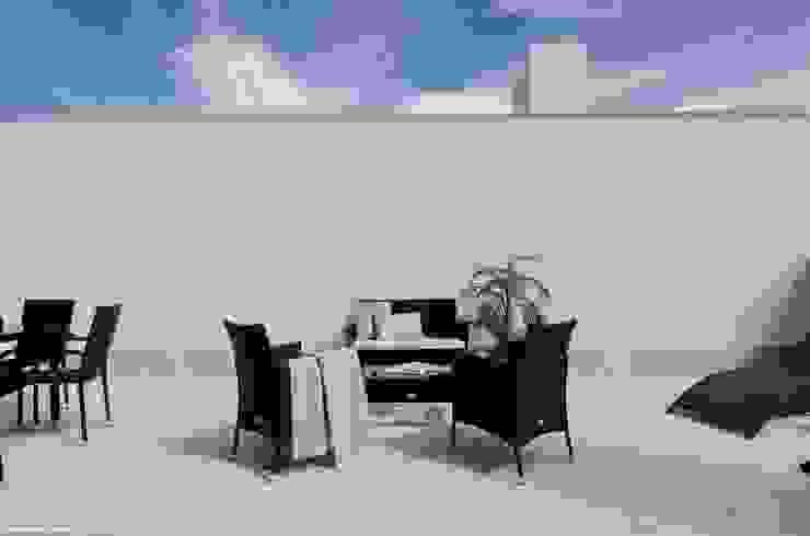 Theunissen Staging y Decoración SL Balkon, Beranda & Teras Modern