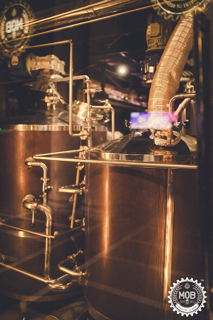 Ministry of Beer, CP Delhi Industrial style bars & clubs by Studio Interiors Infra Height Pvt Ltd Industrial Copper/Bronze/Brass