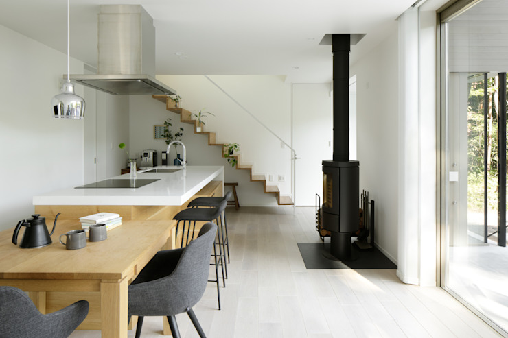 atelier137 ARCHITECTURAL DESIGN OFFICE Вбудовані кухні Дерево Сірий