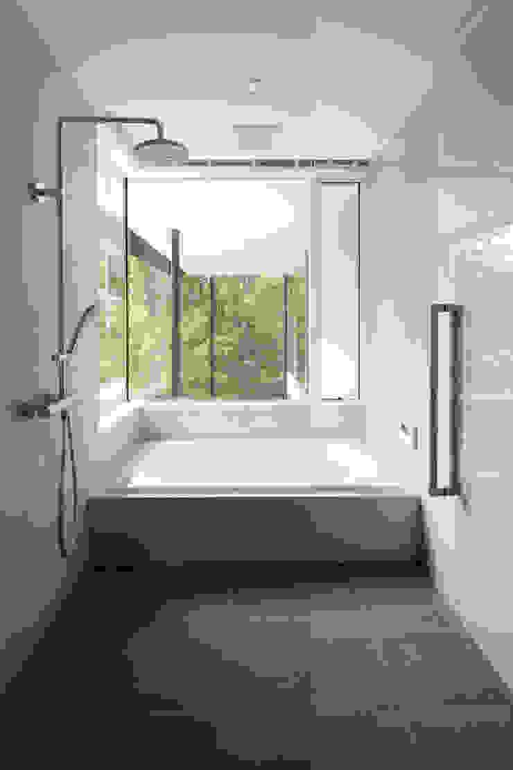 atelier137 ARCHITECTURAL DESIGN OFFICE Ванна кімната Плитки Бежевий