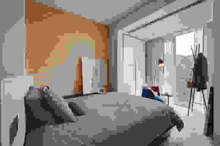 臥房 Bedroom 根據 隱上設計 北歐風