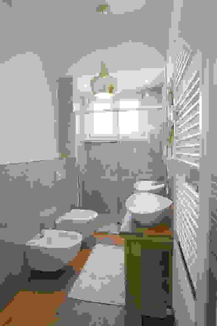 Modern bathroom by GruppoTre Architetti Modern