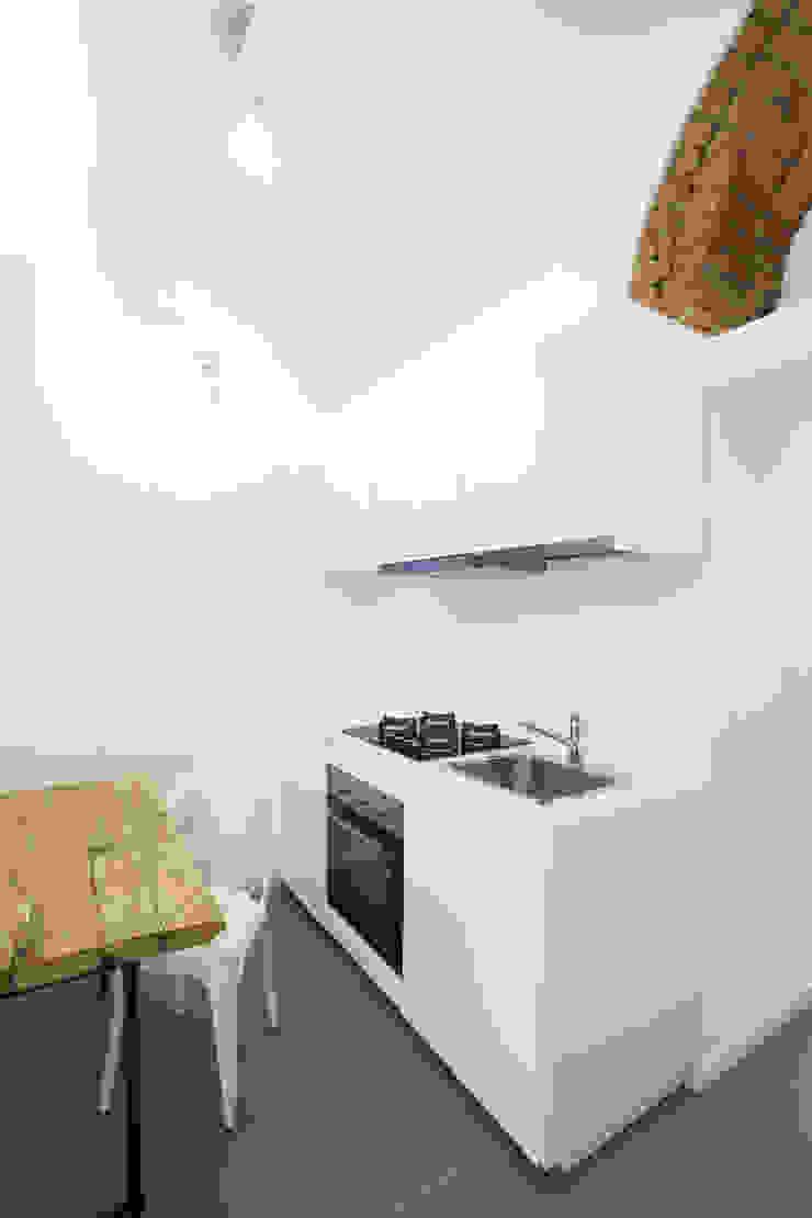 GruppoTre Architetti ห้องครัว White