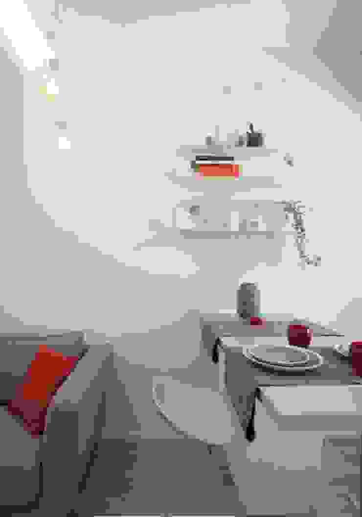 Modern dining room by GruppoTre Architetti Modern