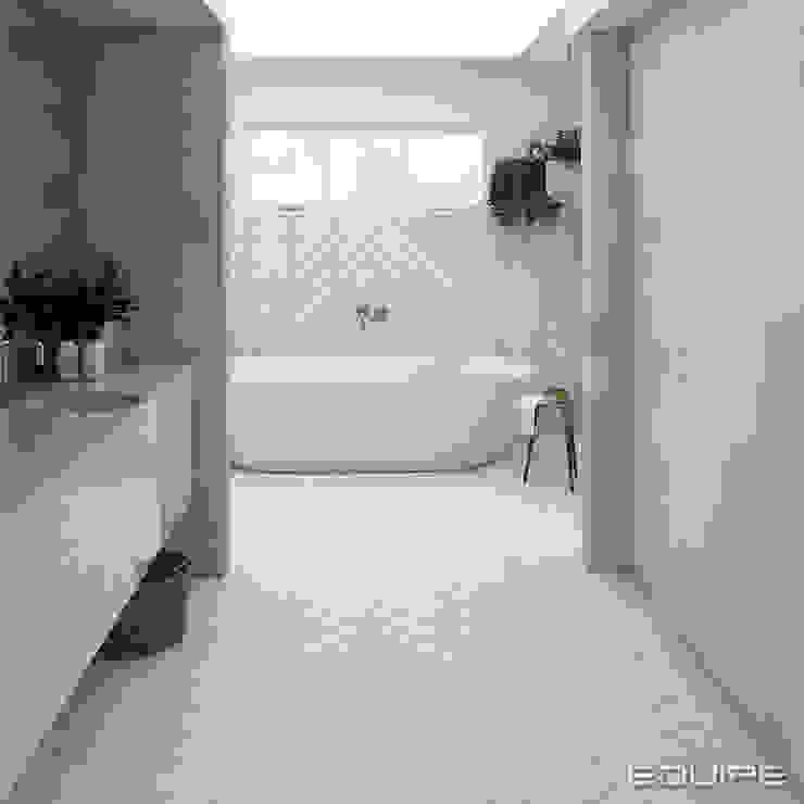 Salle de bain minimaliste par Equipe Ceramicas Minimaliste Tuiles
