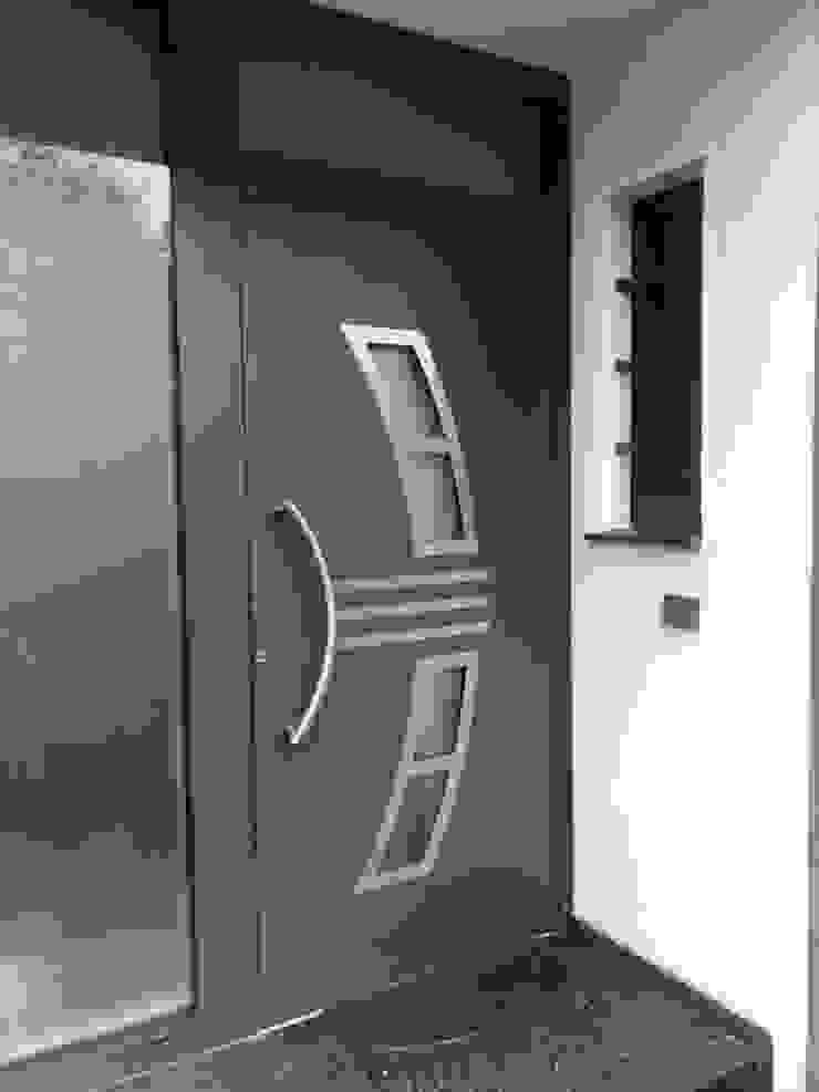 Szulzyk- Bauelemente pintu depan