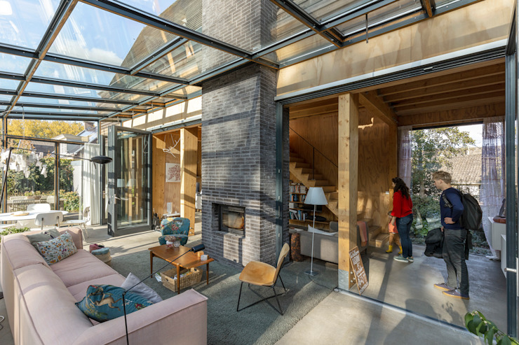 de RHAW architecture Moderno Madera Acabado en madera