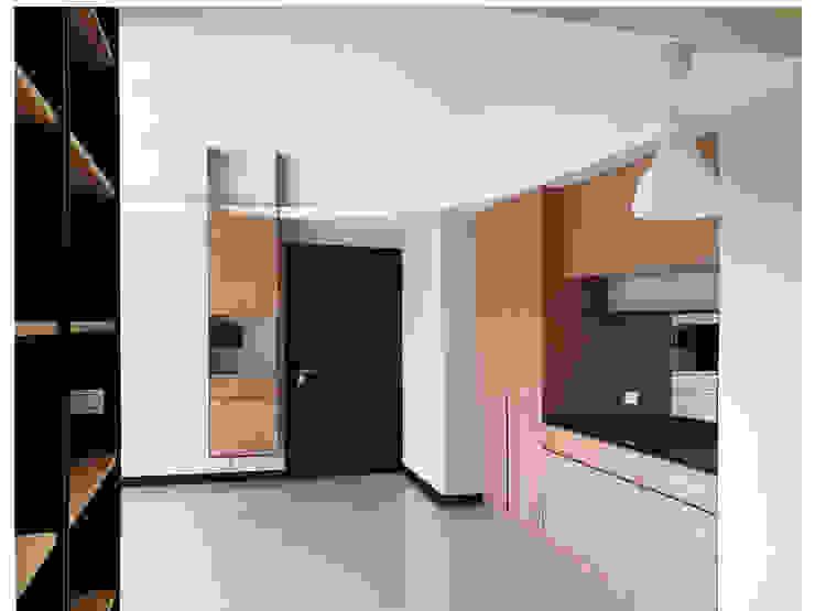 木皆空間設計 Pasillos, halls y escaleras minimalistas