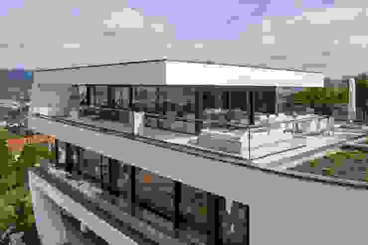 Balcone, Veranda & Terrazza in stile moderno di Avantecture GmbH Moderno