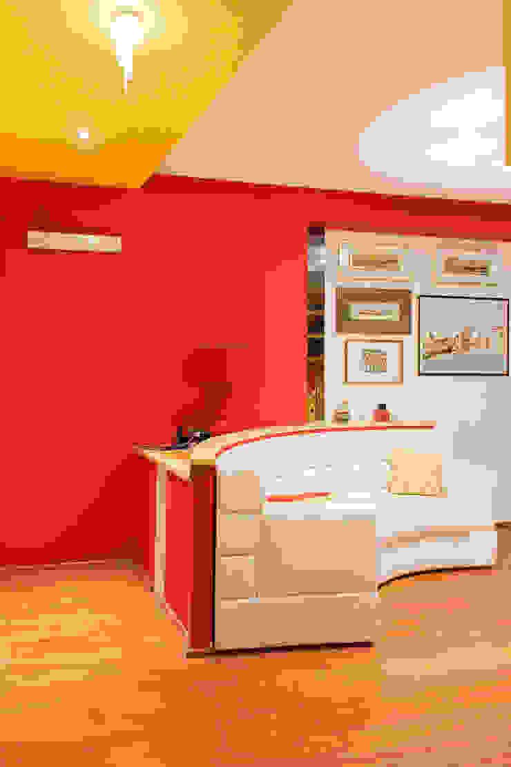 Couloir, entrée, escaliers modernes par Studio di Architettura e Design Giovanni Scopece Moderne