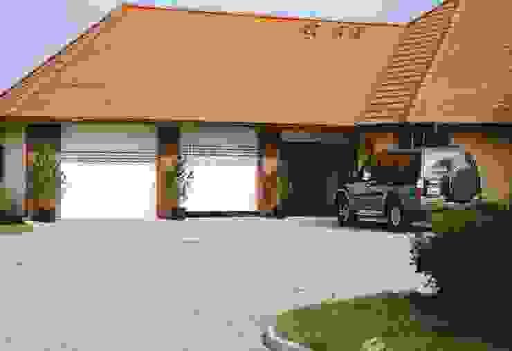 Elektrische Garagentore mit Sichtfensterprofilen von Szulzyk- Bauelemente Klassisch Aluminium/Zink