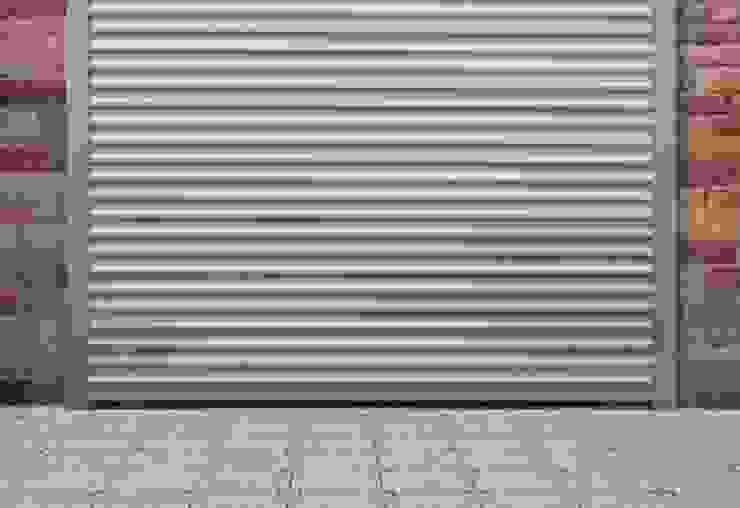 Hochwertiges Rolltor von Szulzyk- Bauelemente Klassisch Aluminium/Zink