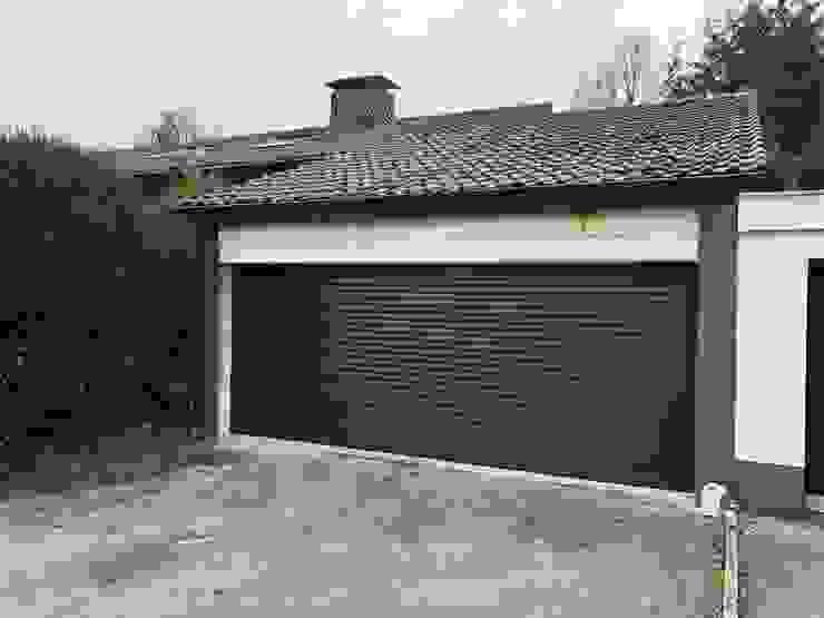 Elektrisches Garagentor in Dunkelgrau von Szulzyk- Bauelemente Klassisch Aluminium/Zink